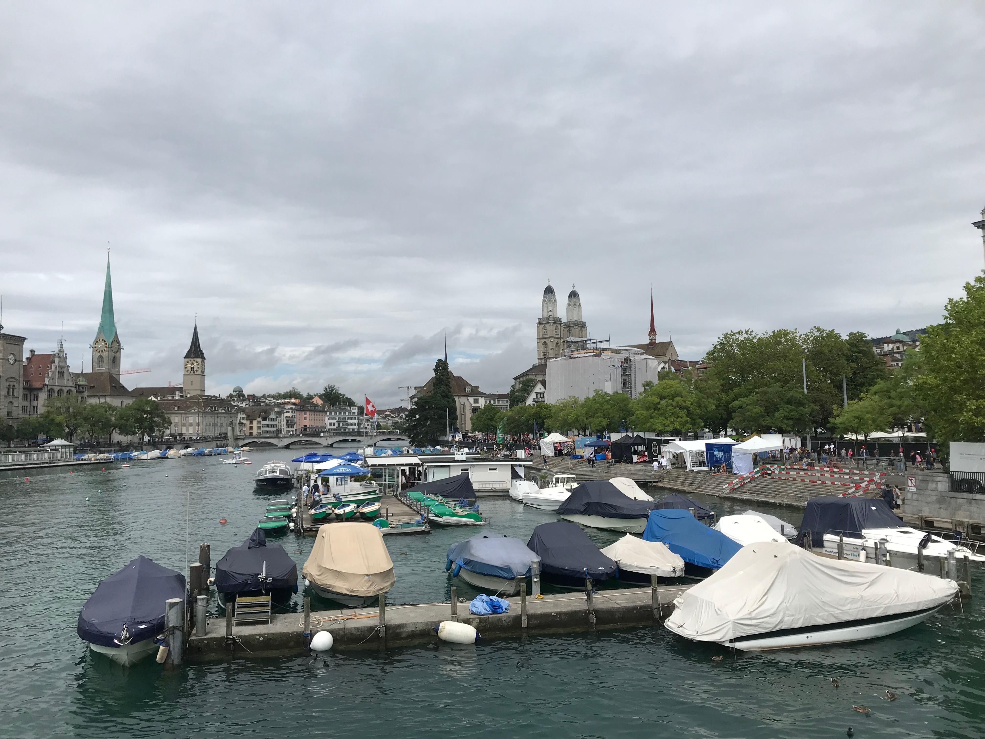 Zurich , canale verso il Centro città